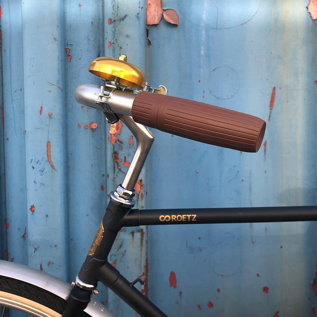 The Roetz Road Click & GO is standard with a golden bell and normal grips